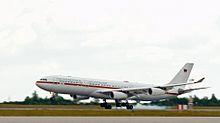 """Offizielle Regierungsmaschine der Bundesrepublik Deutschland: Airbus A340-313X VIP 16+01 """"Konrad Adenauer"""" - Bild: Wikipedia"""